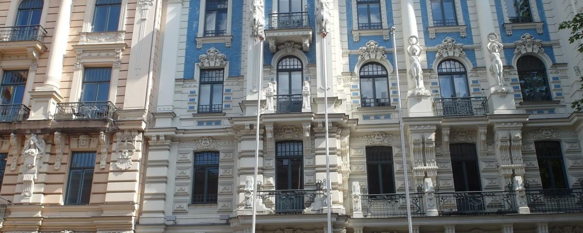 houses-facades-832446_1920